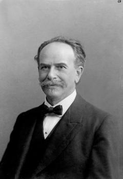 franz uri boas Franz uri boas adalah seorang yang ahli dalam bidang antropologi dan menjadi pencetus pemikiran antropologi modern ia mendapat julukan father of american anthropology ia adalah adalah seorang jerman-amerika ia lahir di minden, westphalia pada tanggal 9 juli 1858 kedua orangtua adalah.